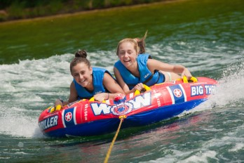 watertubing-girls